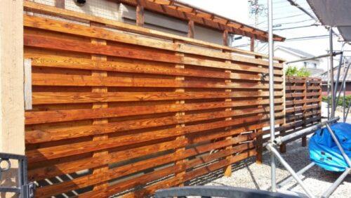 ウッドフェンスの横板を取り除く