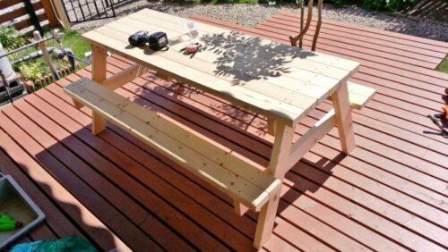 ガーデンテーブルの組み立てが完成した