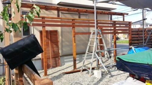 ウッドフェンスの補修で使うはしご