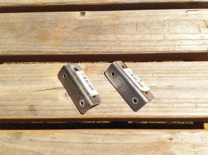 ウッドデッキを固定する金具